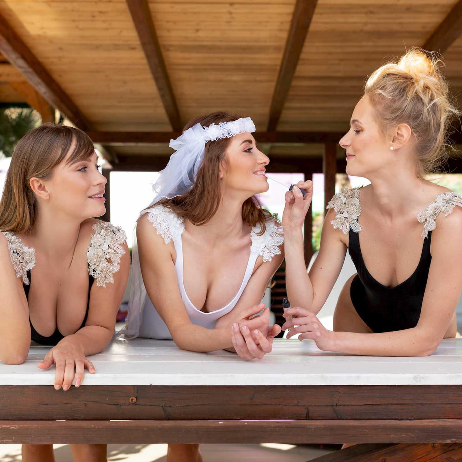 Kinda 3D Swimwear Reina white swimsuit bikini bianco con pizzo with lace addio al nubilato hens party costume matrimonio hen's party regalo sposa amiche
