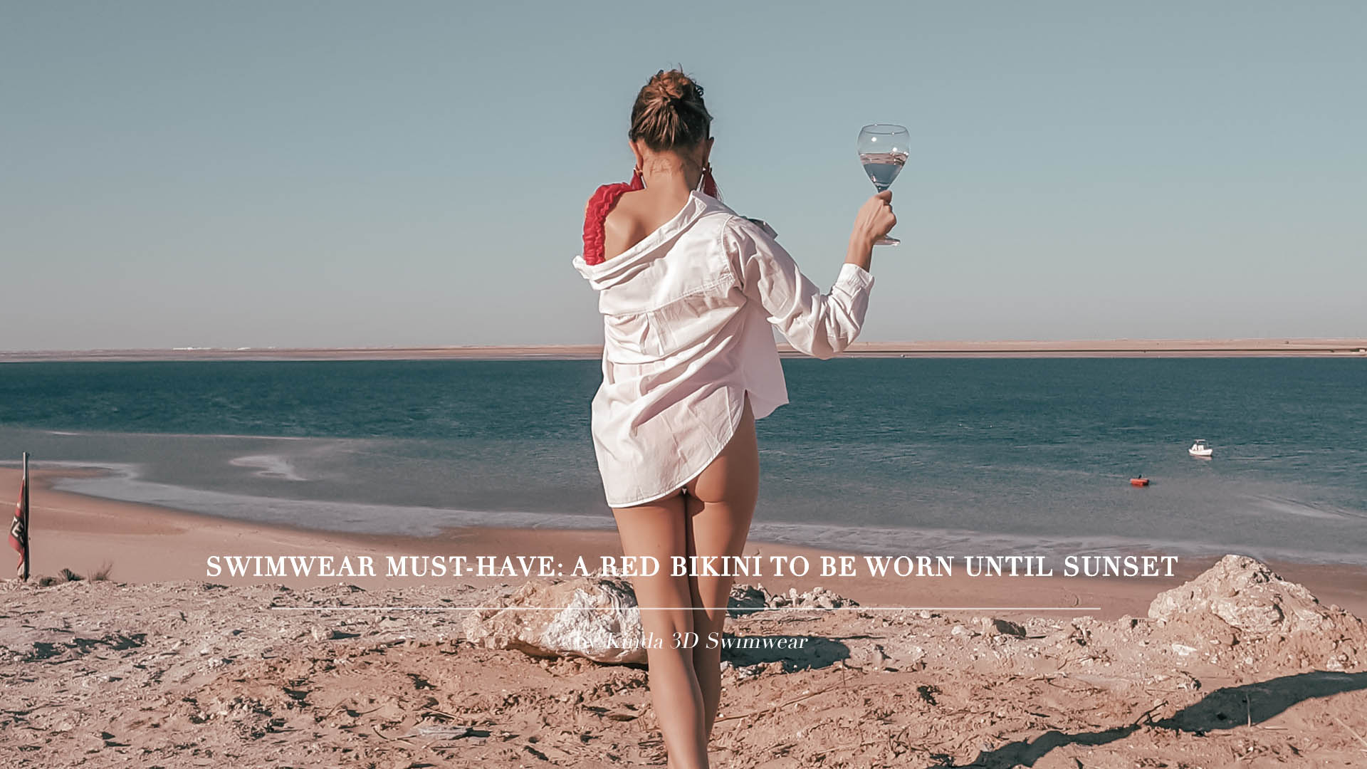 Swimwear must-have 2020: a red swimsuit to be worn until sunset